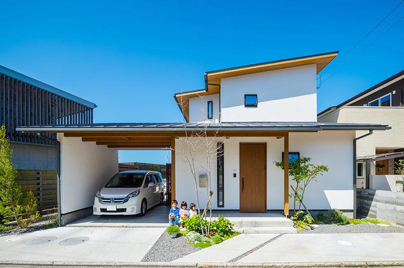 家_漆喰と軒天が木のレイクビューな家|岐阜の注文住宅なら ...